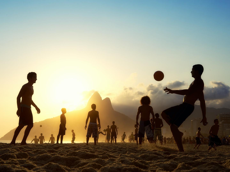 Una partita a pallone a Copacabana