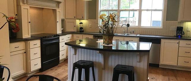 Beautiful full kitchen