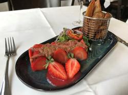 Le tartare de canard aux fraises