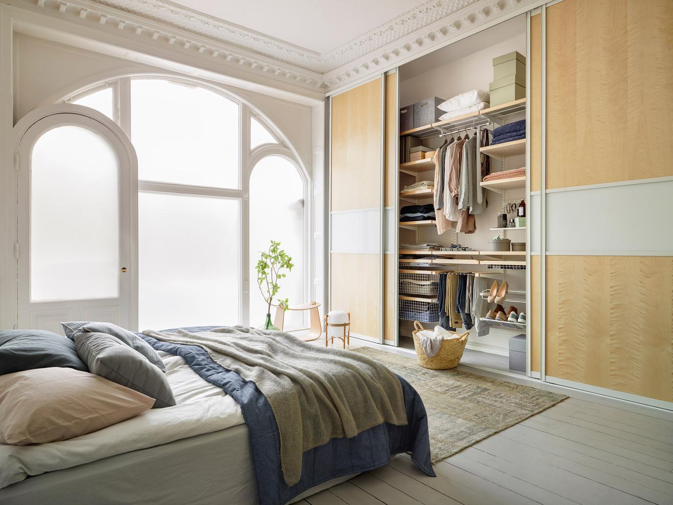 Elfa_Sliding-doors_Artic_Interior_Decor-