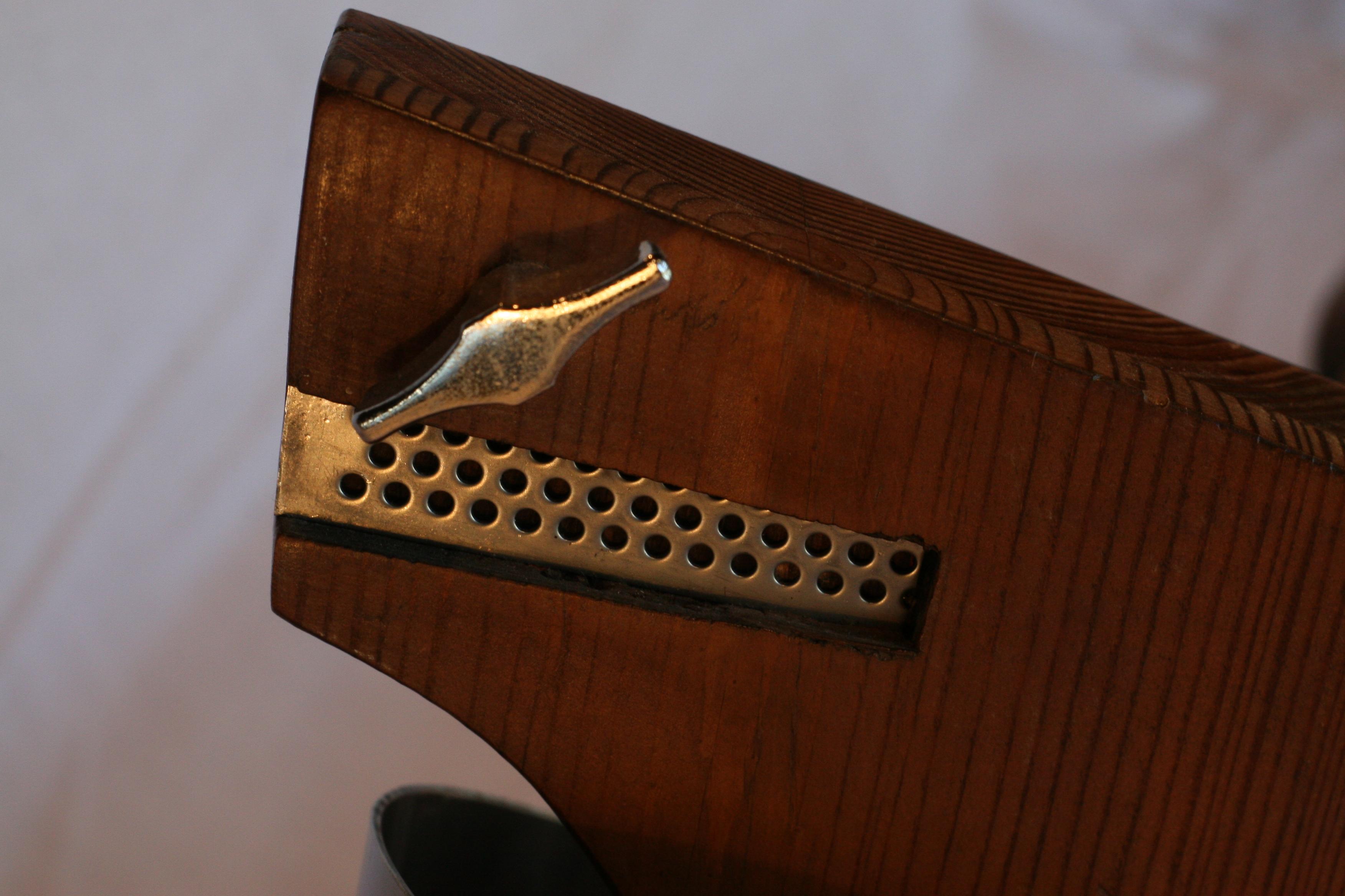 Hybrid Guitar (Detail 2)