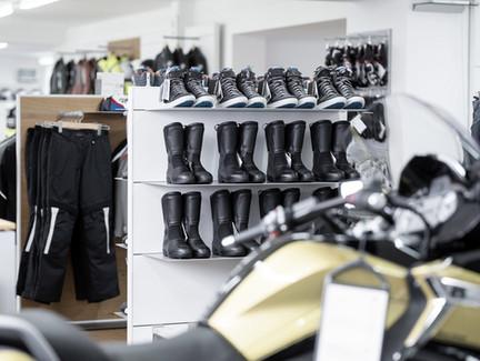 Motorrad Aussrüstung und Bekleidung für BMW Fahrer bei Motos Knüsel in Luzern