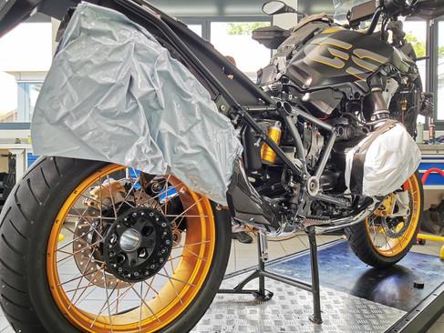 Motos Knuesel BMW R 1250 GS Umbau 20.jpg