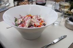 La salade au poulet mariné