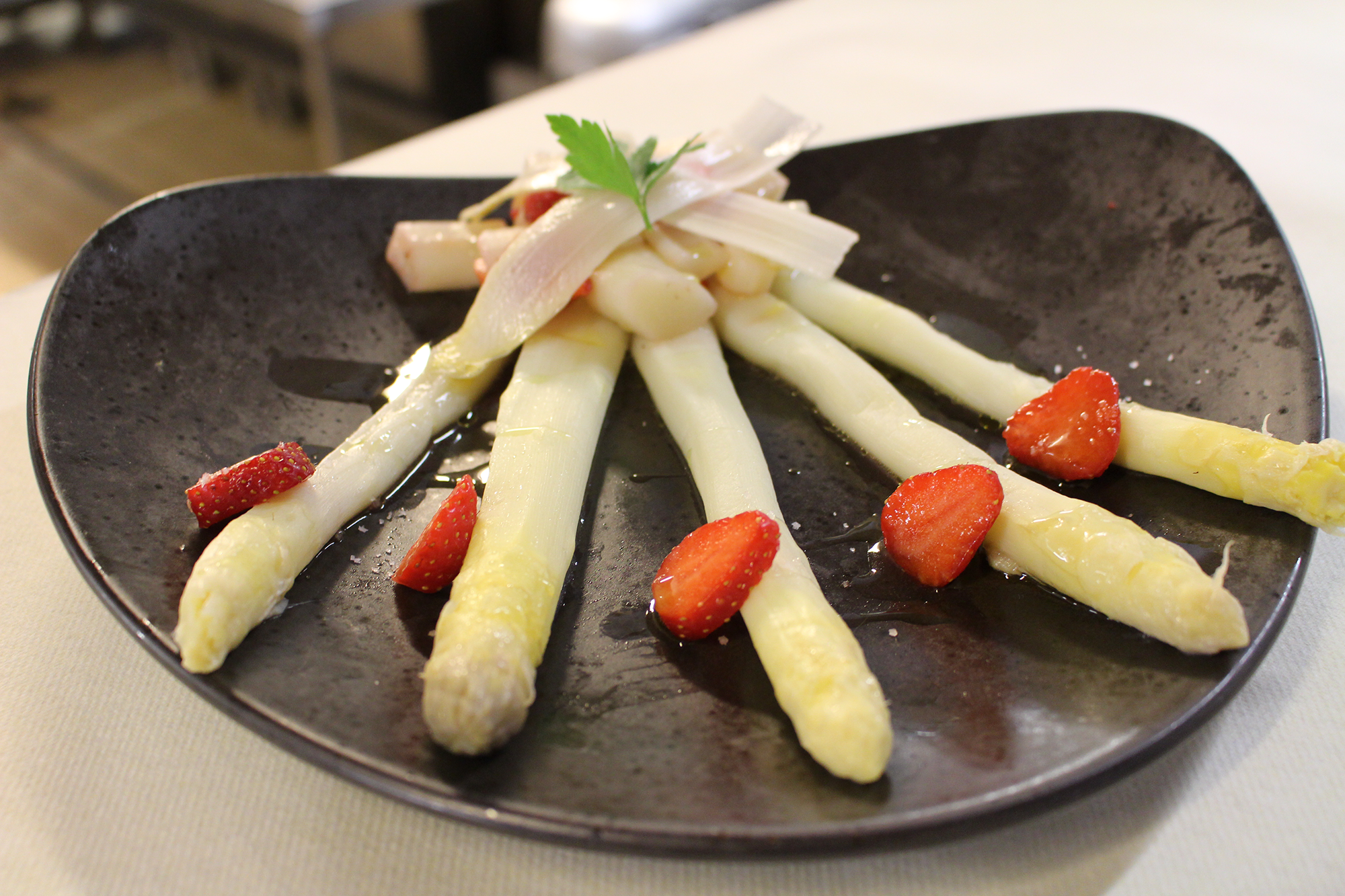 Salade d'asperges fraises