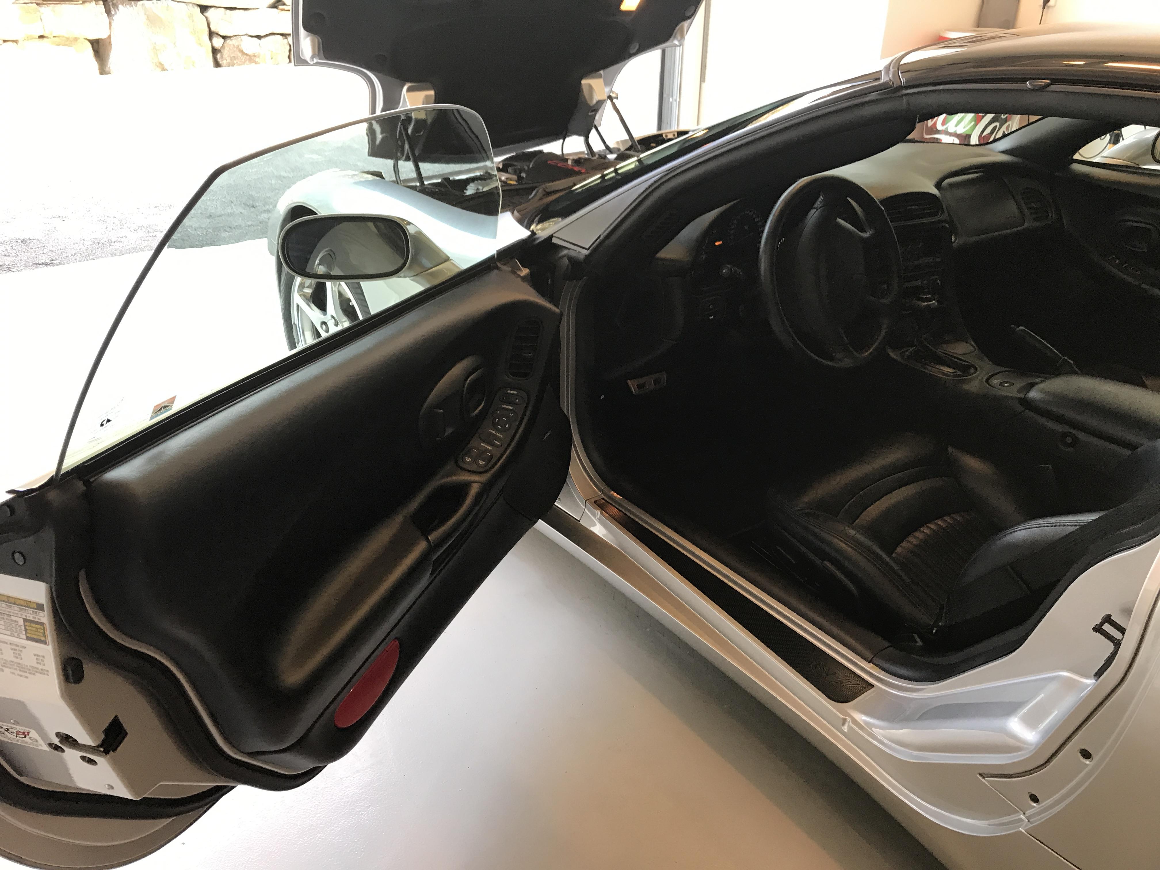 Corvette med 3 stegs lakkbehandling