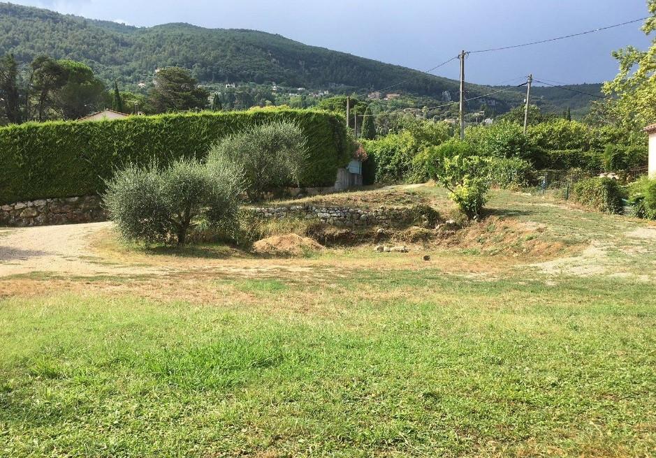 terrain plat et calme Grasse