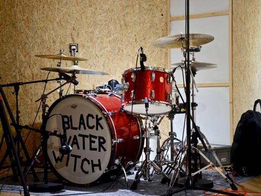 Im Studio mit dem Powertrio von Black Water Witch
