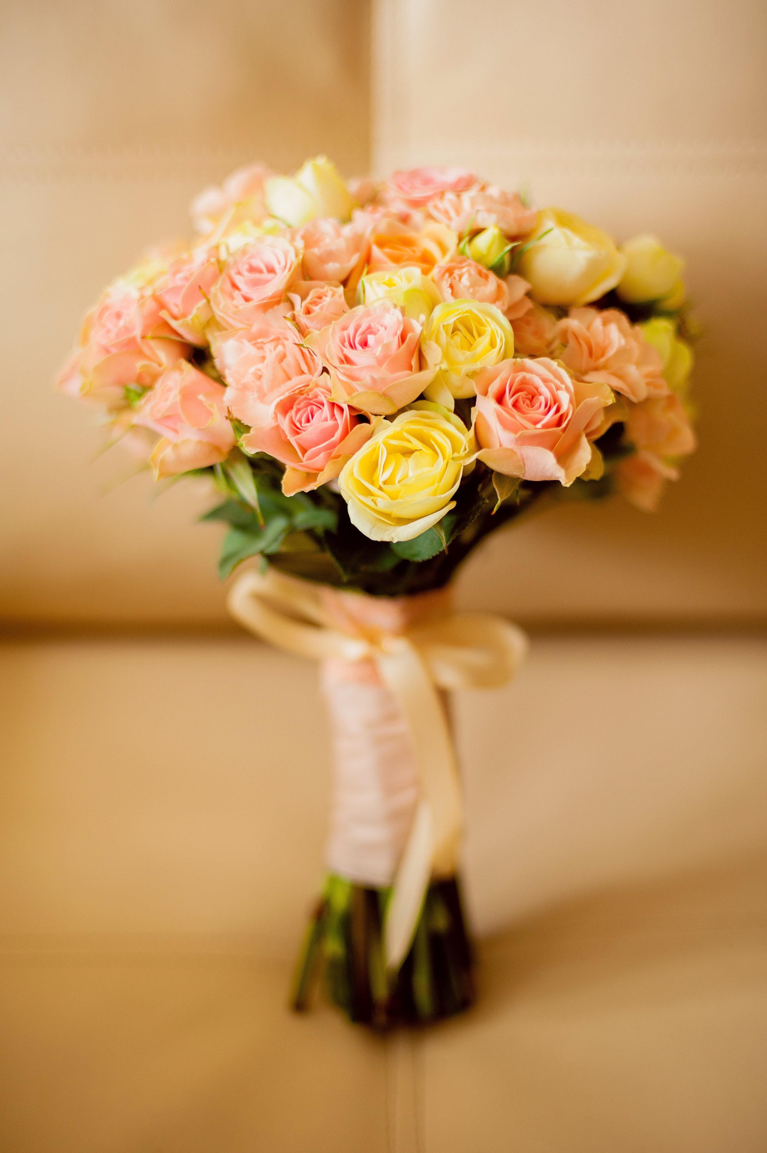 Заказать недорого классический букет невесты
