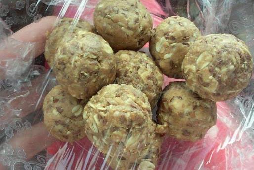 180° PB Oatmeal Cookie-dough Bites  AKA Alisha's Protein Balls
