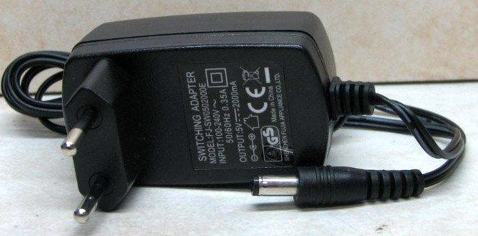 ספק ממותג 5V 2A (+) פלג 5.5x2.1 לתקע