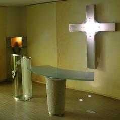 Altar mit Steinfuß und Reliquie