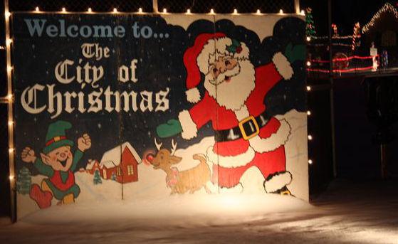 The_City_of_Christmas-t0001.jpg