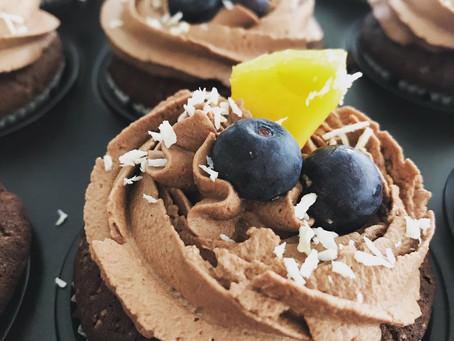 Dinkel Schoko Cupcake mit Fruchtfüllung