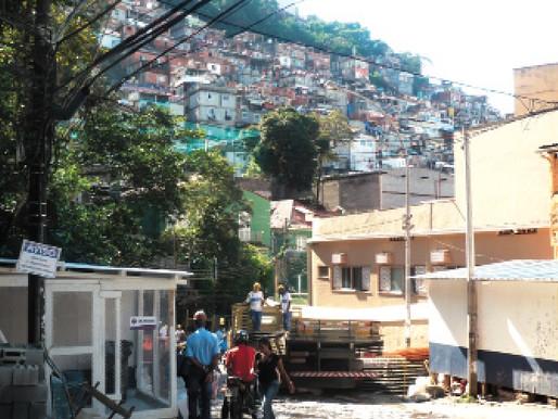 Comunidades destacam-se na paisagem de Copacabana