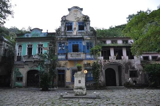 Largo do Boticário, no Cosme Velho, antes de ser revitalizado