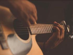 Conheça quatro atividades de musicoterapia para praticar em casa