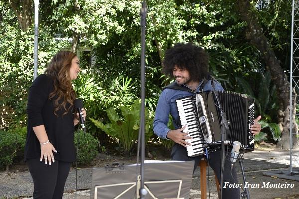 Liv Moraes lança série de seis shows online com homenagem aos 80 anos do pai, Dominguinhos