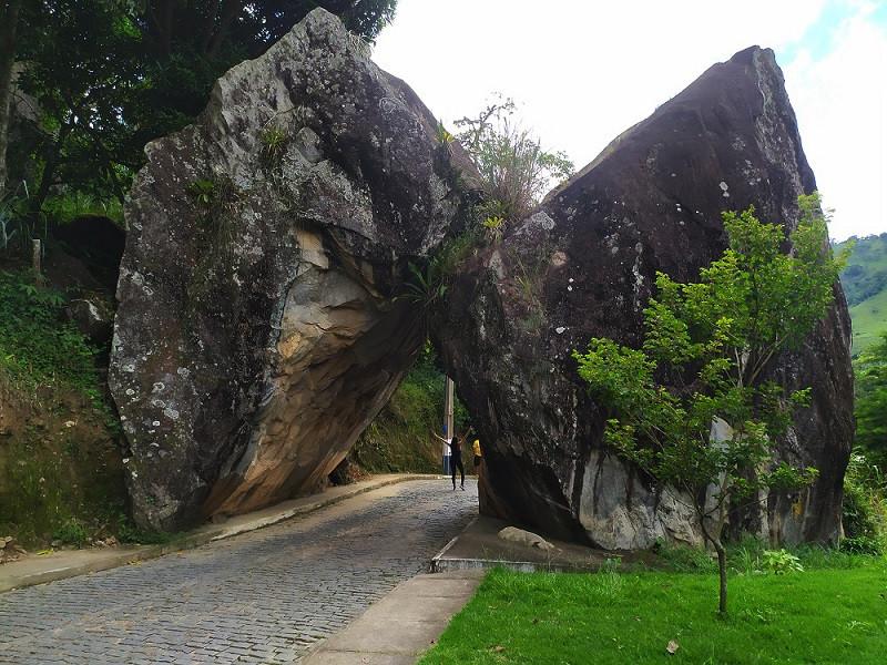 Pedra Duas Irmãs, em Sumidouro