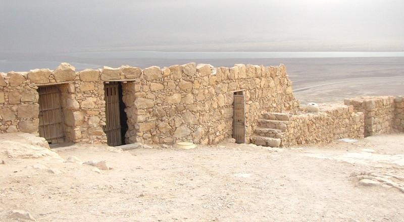 Massada, em Israel, com o Mar Morto ao fundo