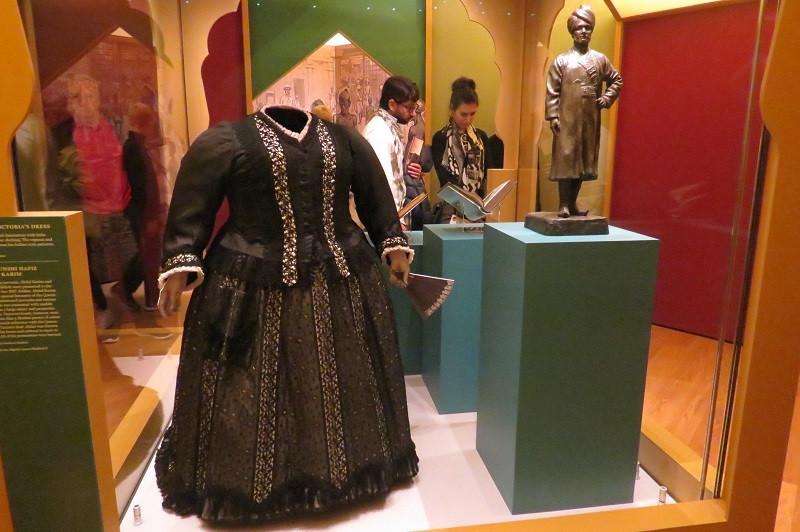 Roupa da Rainha Victoria exposta no Palácio de Kensington