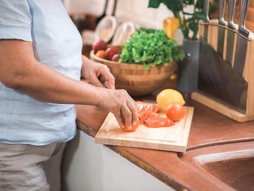 Especialista explica a importância da nutrição para a manutenção da saúde na geriatria