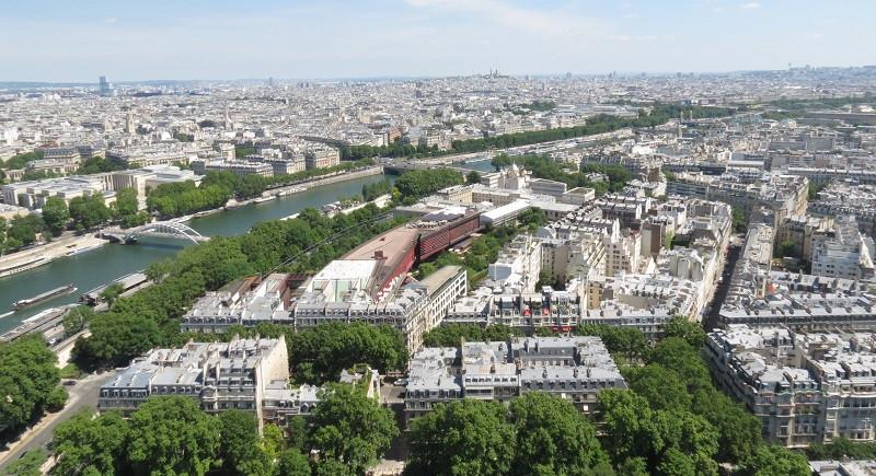 Visão do segundo pavimento da Torre Eiffel
