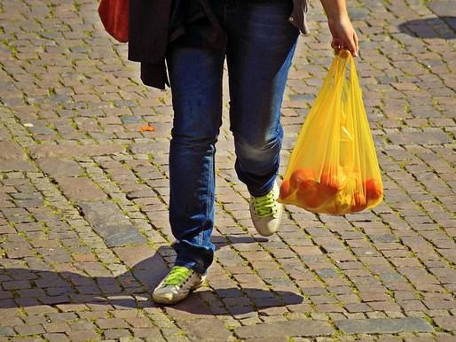 Em 2 anos, lei das sacolas plásticas retirou 4,3 bilhões de sacolinhas dos supermercados