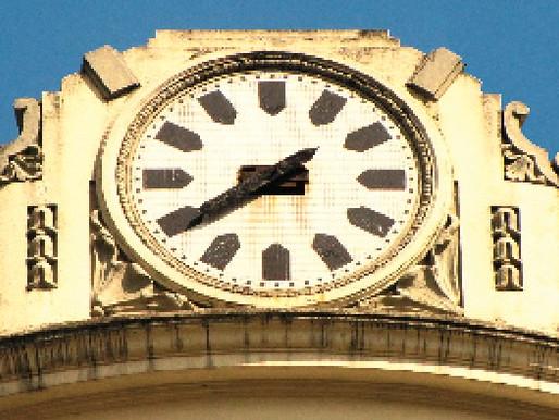Misterioso relógio da Rua Bolívar chama a atenção dos moradores da região