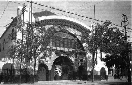 Fachada do Cinema Americano, em Copacabana, foi projetada por Antonio Virzi