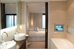Sacha Jacq Interiors - Modern Bathroom