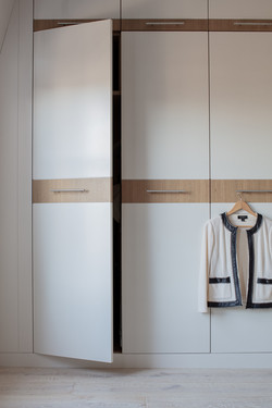 Sacha Jacq Interiors - Closet - Photo Credit: Michael Lee Photography