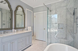 Sacha Jacq Interiors - Farmhouse Bathroom