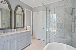 Sacha Jacq Interiors - Farmhouse Bathroom
