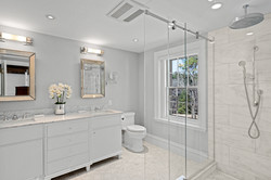 Sacha Jacq Interiors - White Bathroom