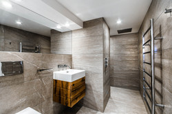 Sacha Jacq Interiors - Modern Bathroom