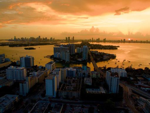 Pôr do sol visto do escritório da Hawk Geo em Miami Beach - 2013
