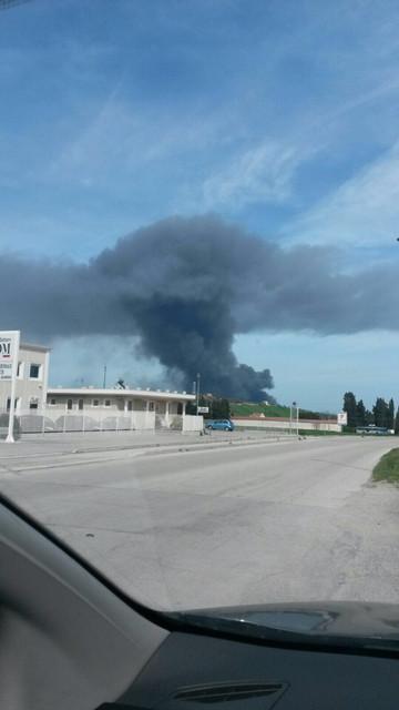 Colonna di fumo nero in zona industriale: incendio alla Italpannelli