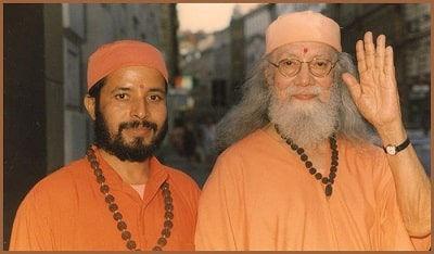 Hariharananda y Prajnananandaji.jpg