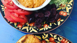 Homemade Oil-Free Roasted Red Pepper Hummus with a Kick