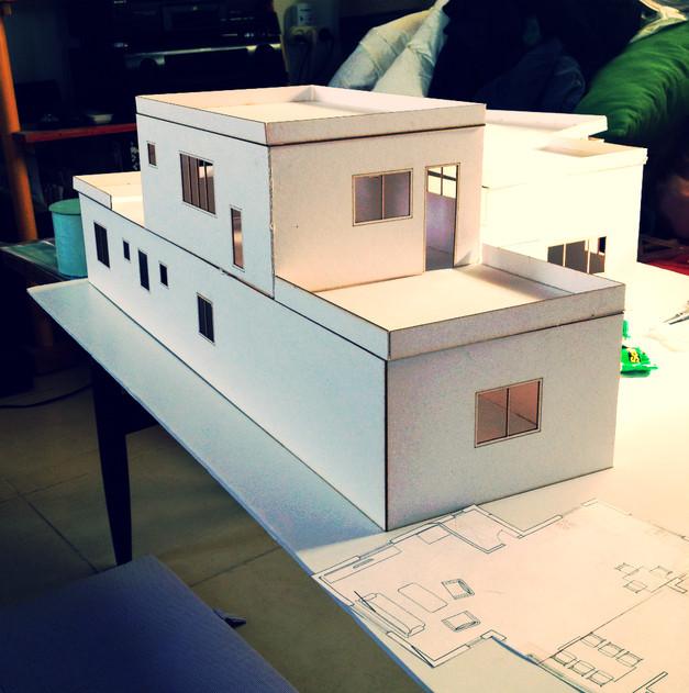 בניית מודל מקרטון