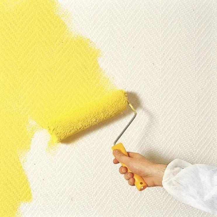 Papel pintable (rodillo pintando de color amarillo)