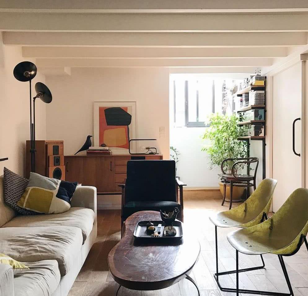 Sostenibilidad_ piezas vintage en interior moderno y de líneas sencillas
