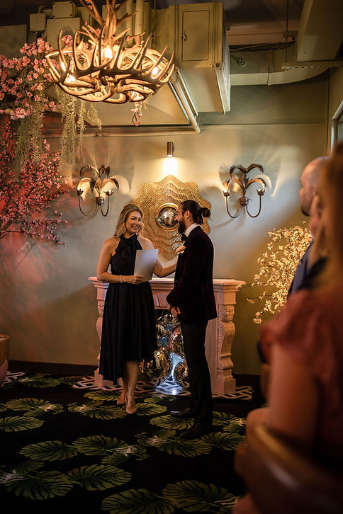 Brisbane Marriage Celebrant: Rowena Travi of Celebrant Chic Brisbane performs Ceremonies that are fun, youthful and engaging