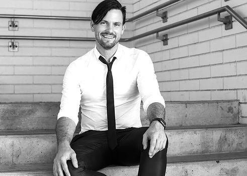 Brisbane Marriage Celebrant, Rowena Travi of Celebrant Chic Brisbane offers packages with Music: Jason McGregor