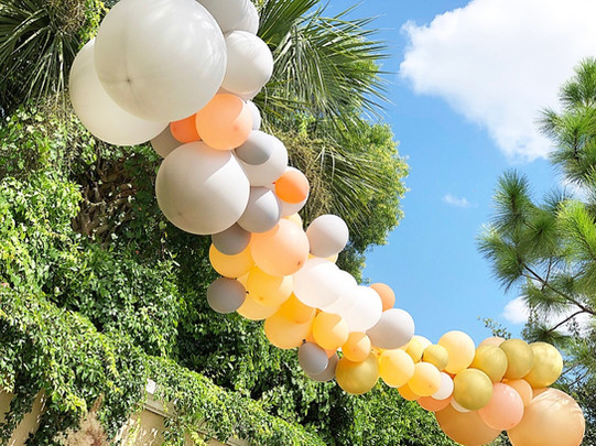 Floating balloon installation