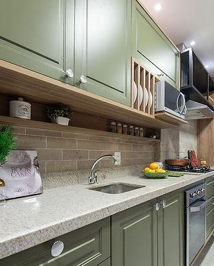 cozinha verde e madeira.jpg