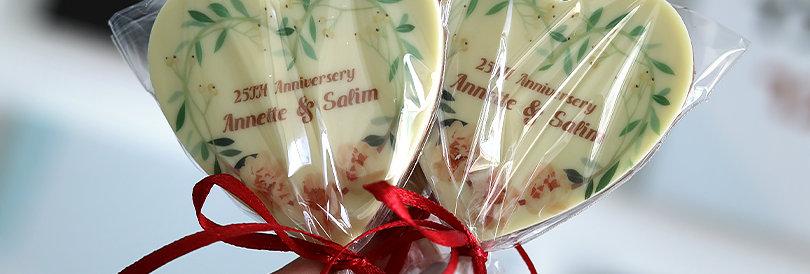 לולי לב - מתנות שוקולד ממותגות על מקל בצלופן וסרט סאטן | هدايا من الشوكولاتة للض