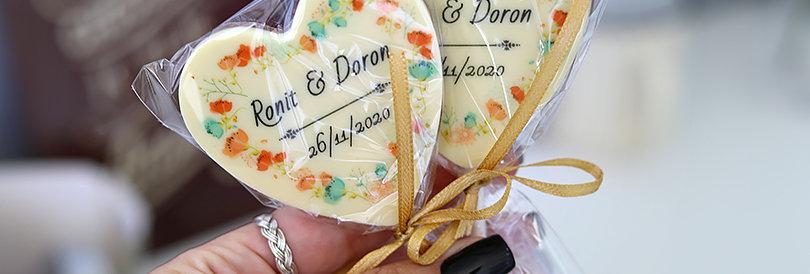 לבבות שוקולד על מקל לאורחים בחתונה