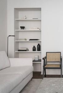 Black & White Shelves